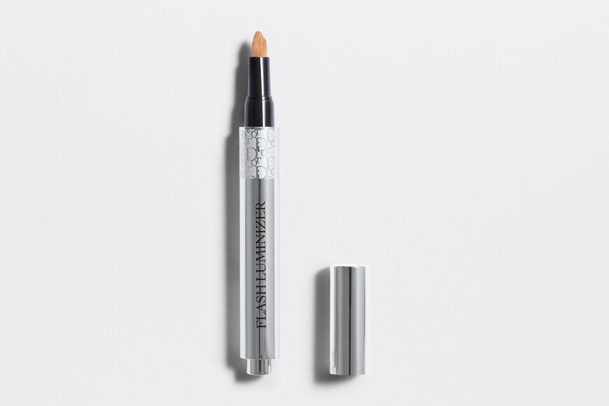 Dior - Flash Luminizer Radiance booster pen - 2 Open gallery