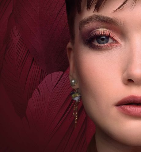 Dior - 5 Couleurs Couture - Limited Edition Eyeshadow palette - high color - long-wear creamy powder - 3 Open gallery