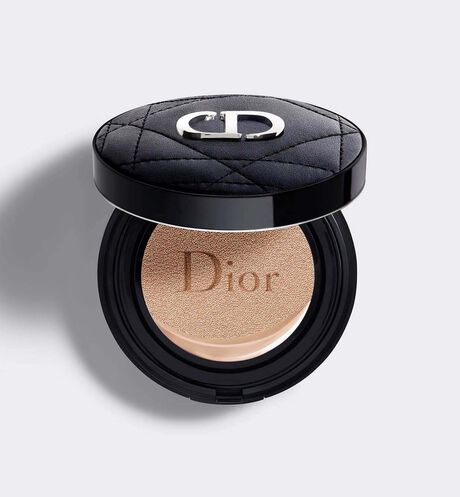 Dior - Dior Forever Couture Perfect Cushion 24H* wear high perfection & 24H skin-caring watery hydration** slim couture cushion - SPF 35