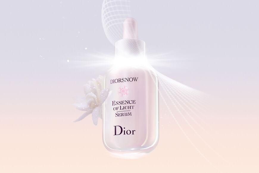 Dior - 全新 迪奥雪白瓶(1)精华 肌因级(4)亮白 4周透出雪白肌(2) aria_openGallery