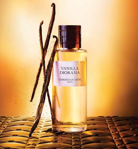 Dior - Vanilla Diorama Parfum - 13 aria_openGallery