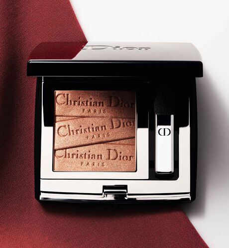 Dior - Mono Couleur Couture - Limited-Edition Couture Collection Intense color eyeshadow - engraved couture ribbon motif - long-wear spectacular effect - 3 Open gallery