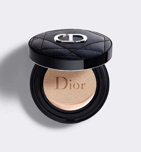 Dior - Dior Forever Couture Perfect Cushion Frischer Teint mit 24 Stunden* Halt - Hohe Perfektion & leuchtend, mattes Finish– 24 Stunden Feuchtigkeit** – LSF 35 - PA+++ * Instrumenteller Test mit 20Testerinnen. ** Instrumenteller Test mit 11 Testerinnen.