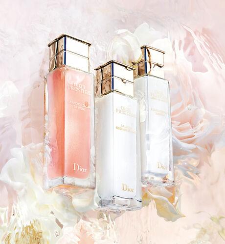 Dior - Dior Prestige La micro-lotion de rose - 5 Open gallery