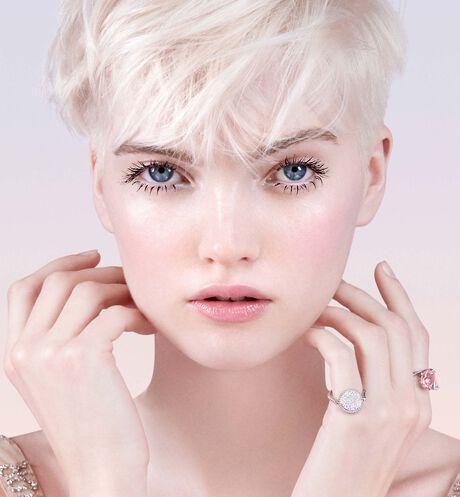 Dior - 迪奧雪晶靈透亮系列 雪晶靈透亮光采水凝露 - 2 aria_openGallery