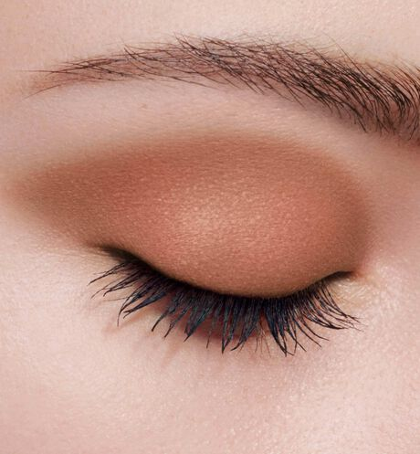 Dior - Mono Couleur Couture - Limited-Edition Couture Collection Intense color eyeshadow - engraved couture ribbon motif - long-wear spectacular effect - 2 Open gallery