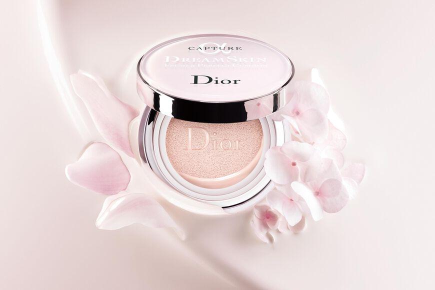 Dior - Capture Dreamskin Cushion foundation - dreamskin fresh & perfect cushion spf 50 - pa+++ Open gallery