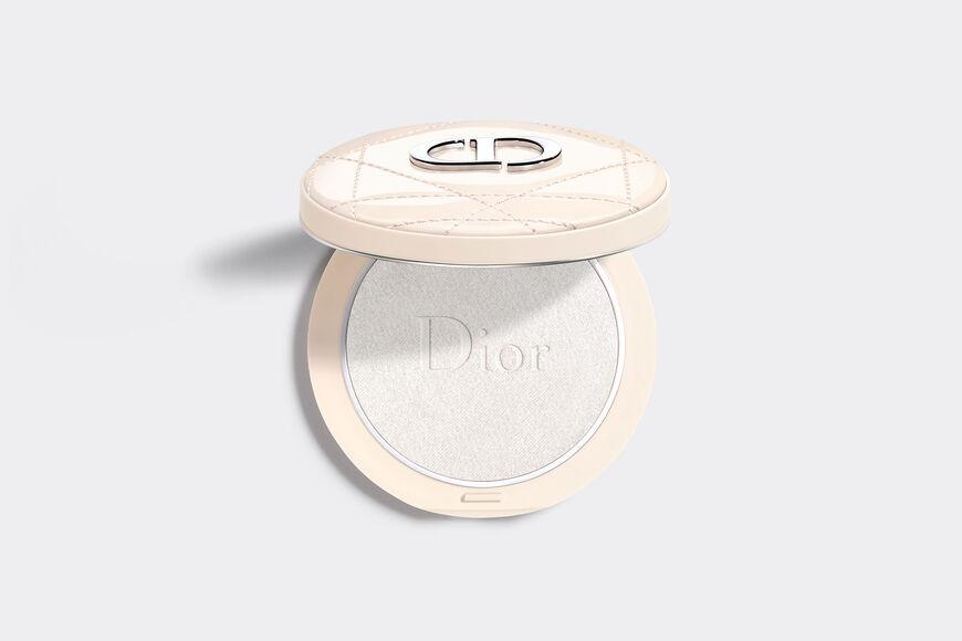 Dior - Dior Forever Couture Luminizer Longwear highlighting powder - 95%* natural-origin pigments - 11 Open gallery