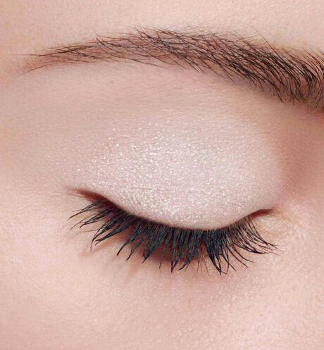 Dior - モノ クルール クチュール メゾンを象徴するカラーと生質感の5つの仕上がりで目元をドレスアップするクチュール モノ アイシャドウ - 2 aria_openGallery