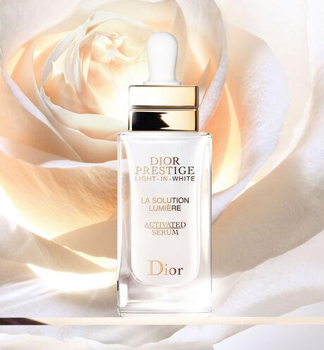 Dior - Dior Prestige Light-in-White La Solution Lumière Activated Serum Dermo-sérum illuminateur et régénérant d'exception