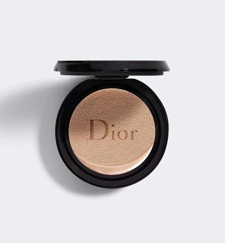 Dior - ディオールスキン フォーエヴァー クッション(リフィル)(SPF 35 - PA+++) ディオール史上最高の、クッション ファンデーション 誕生。 1日中(*)続く、ルミナス マットな仕上がり。
